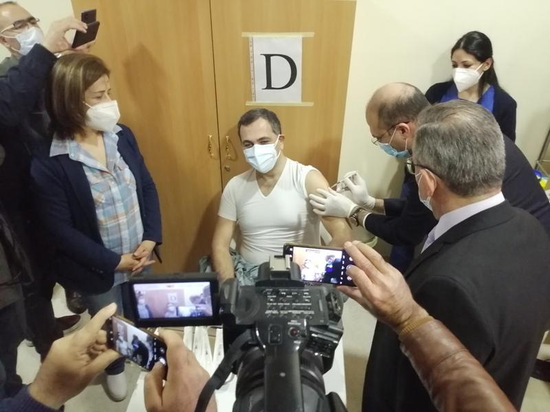 بدء عمليّة التلقيح ضد فيروس كورونا في لبنان: تحدّيات إنفاذ حقّ جميع المقيمين في المناعة