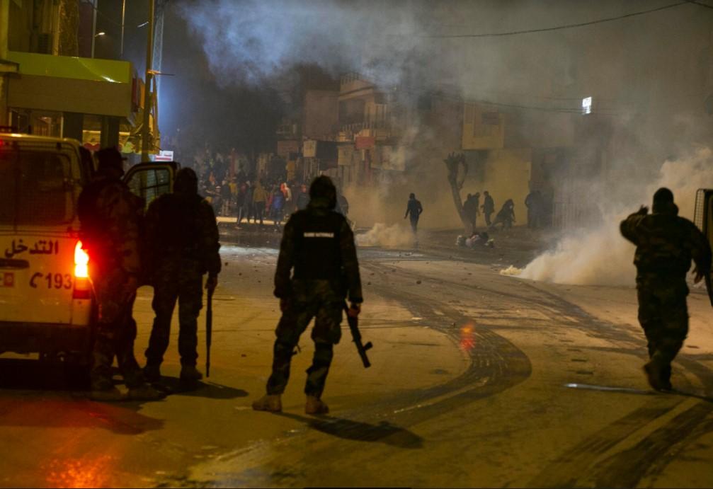 في الذكرى العاشرة للثورة : انتفاضة شباب الأحياء الشعبية في تونس تعرّي استمرار المنظومة القمعية