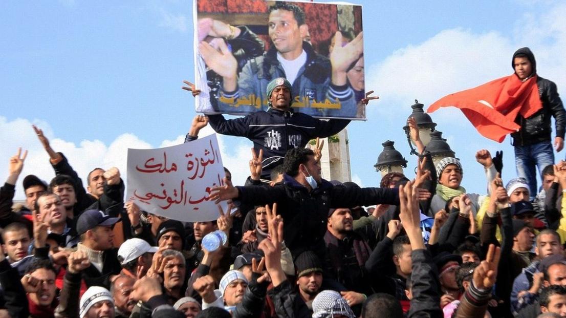 حوار مع لمياء الفرحاني: الاحتفاء بنشر القائمة النهائية لشهداء وجرحى الثورة التونسية