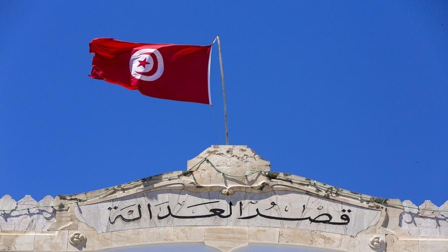 """انتصار هام في معركة """"نزاهة القضاء"""" في تونس: وكيل الجمهورية يوجه تهمة الفساد على كبير القضاة"""