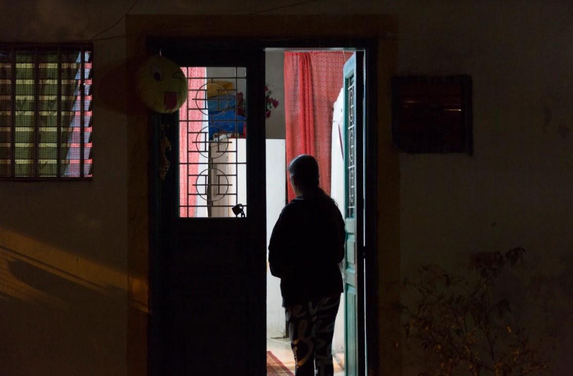 عاملات المنازل في زمن كورونا وسائر الأزمات: نظام الكفالة المأزوم لم يفقدْ مخالبه بعد