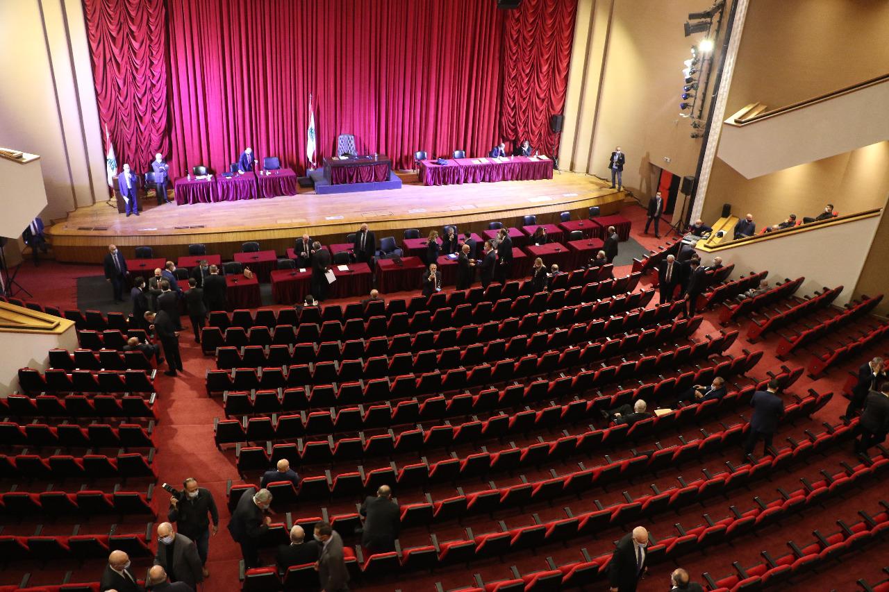 """اقتراح قانون جديد لتمديد المهل يسلك """"الخط العسكري"""": لبنان منطقة حرّة… من القانون"""