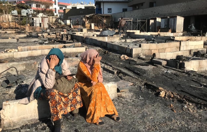 عقوبة جماعية جديدة ضد اللاجئين السوريين: إحراق مخيّم في بحنين وتهجير 93 عائلة