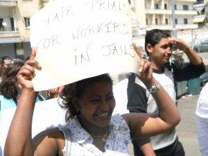 """عاملات المنازل تحت رحمة """"الكفالة""""، والقضاء لا يجدي نفعاً مهما عدل"""