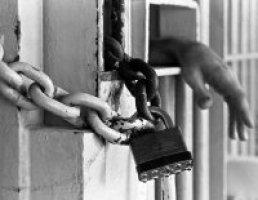 """مفعول الدومينو في قضايا الإدمان، تابع… مبدأ """"العلاج كبديل عن الملاحقة"""" أمام جنايات بعبدا أيضاً"""