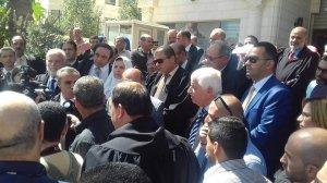 تعارض بين حكم للدستورية وحكم للعليا والقضاة الفلسطينيون يعتصمون للمرة الأولى أمام المحاكم