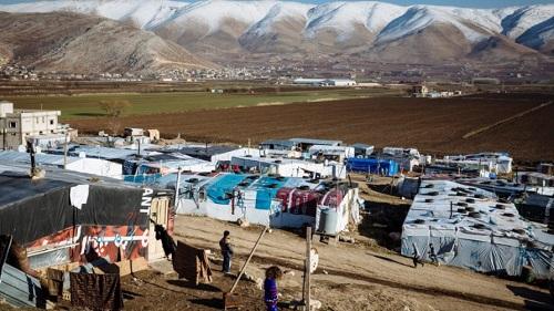 شراء علبة بنادول يتسبّب بفتح تحقيق بلدي وطرد عائلة: اللاجئون السوريون عالقون بين كورونا والعَوَز