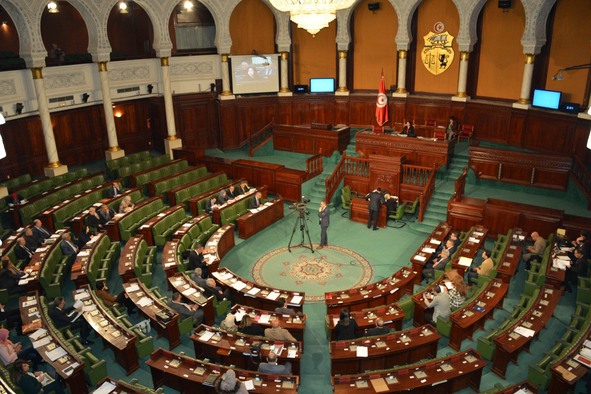 """مقترح منع """"السياحة الحزبية"""" في النظام الداخلي للبرلمان التونسي: عندما نترك المرض لنعالج أحد أعراضه"""