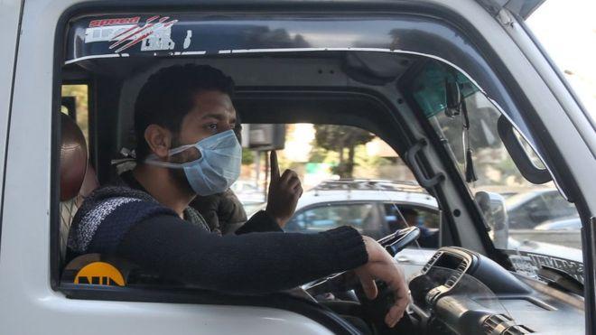 معضلة الصحة والإقتصاد في مصر: التضحية بالأرواح خسارة للإقتصاد أيضا