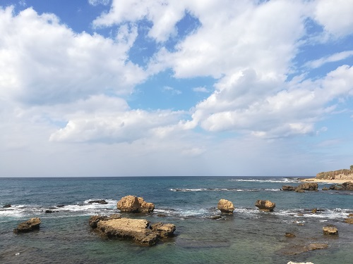 في موسم البحر وكورونا.. في أية مياه يسبح اللبنانيون؟