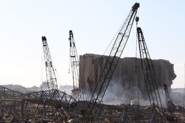 قصة بيروت ومرفئها: انهيار الاقتصاد وكورونا سبقا انفجار المرفأ إلى تقليص حركته