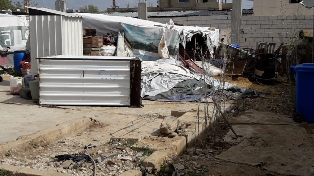 خرق تدابير الحجر يوقع جرحى في المخيم 011 ويهجر 50 عائلة: الكورونا ترفع حدة التوتر بين اللاجئين السوريين واللبنانيين