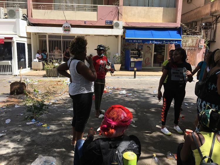 العاملات الكينيّات يطالبن بتسهيل مغادرة لبنان: اعتصام أمام قنصلية صمّاء