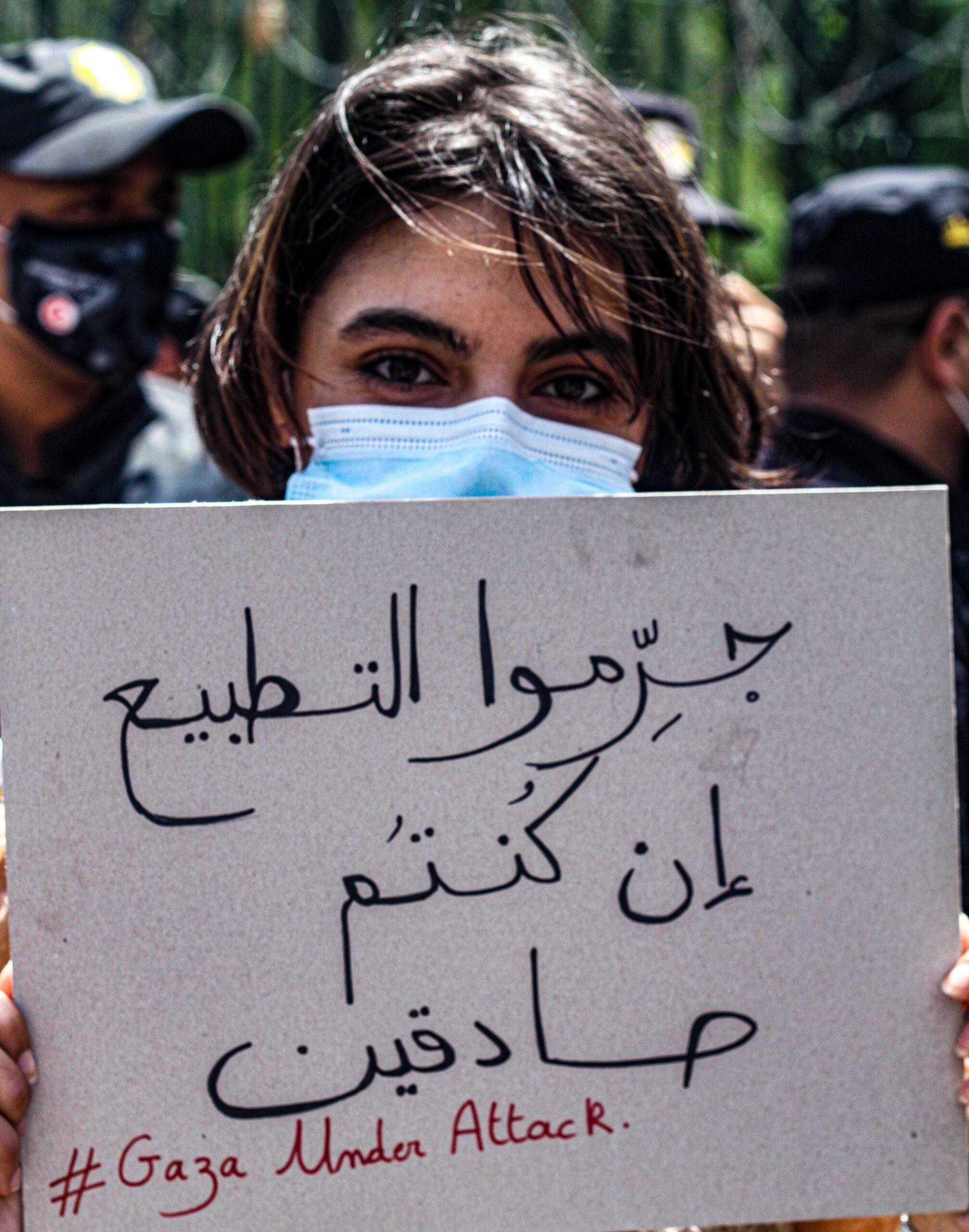 تجريم التطبيع في تونس: معركة سيادية مُحاصَرة بهشاشة النص والموقف
