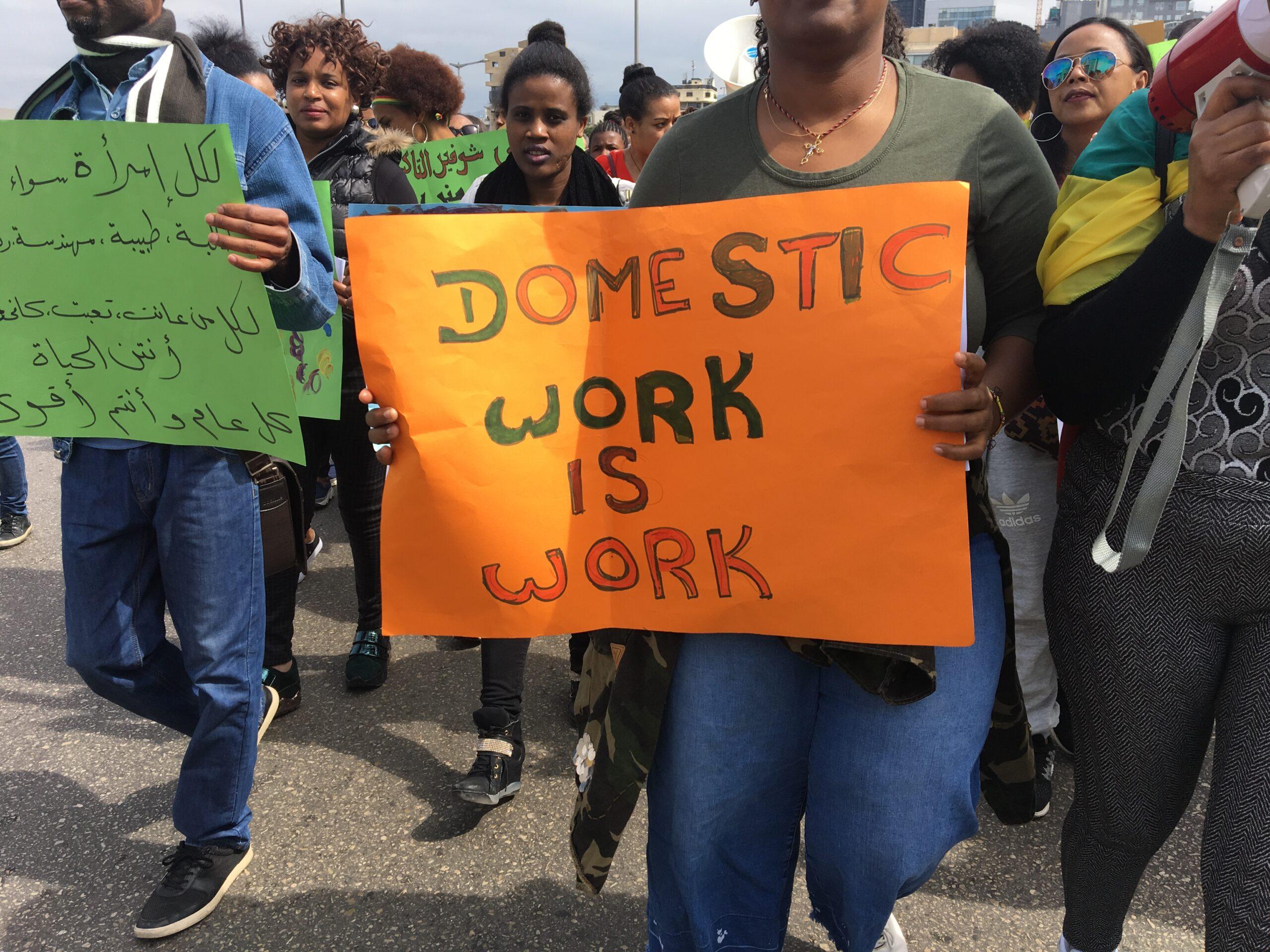 العاملات المهاجرات يغادرن تحت رصاص الأزمة الاقتصادية: القدرة على التحمل محدودة