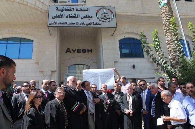 تبعا لتشكيل لجنة وطنية لتطوير قطاع العدالة والقضاء في فلسطين، القضاة يعلقون احتجاجاتهم