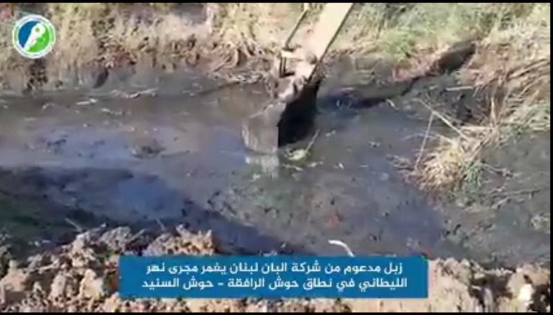 """مئات الأمتار المكعبة من روث أبقار """"ألبان لبنان"""" في نهر الليطاني: علوية يلّوح بمقاضاة الشركة مجدّداً"""