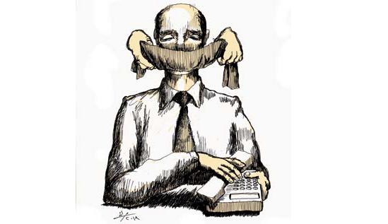 """منع """"الحكي السياسي"""" داخل مكان العمل وخارجه: """"صمتنا والعمل"""""""