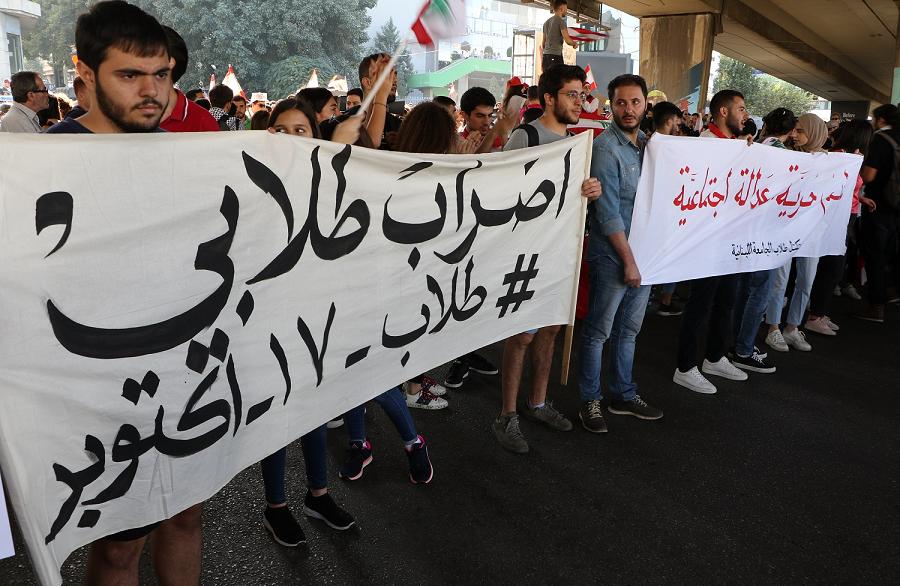 """طلّاب لبنان ينتزعون حقوقهم السياسية: """"مش رايح أدرس تاريخ، نازل أكتبه"""""""