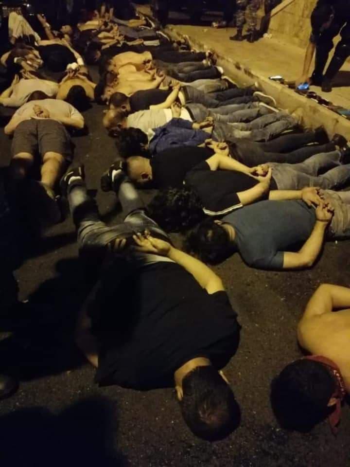 شهادات معتقلين من أمام ثكنة الحلو: هكذا أُهين من أقرّت الحكومة بأنها أخطأت بحقهم
