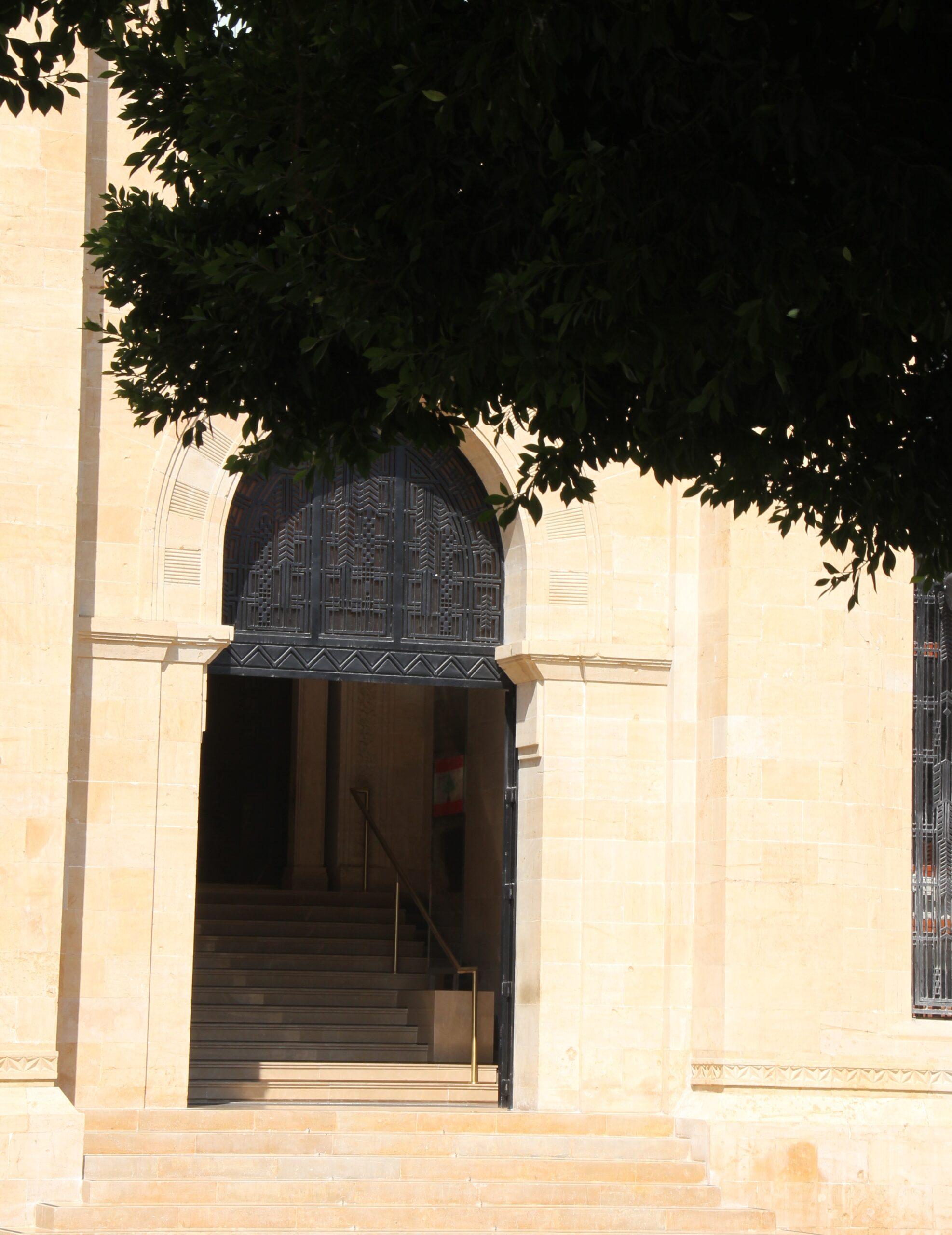 الجلسة الرقابية الأولى لنواب لبنان منذ 8 سنوات (1): الحريري واثق بقدرة لبنان على إنشاء محارق … وسكك حديد مثل أوروبا