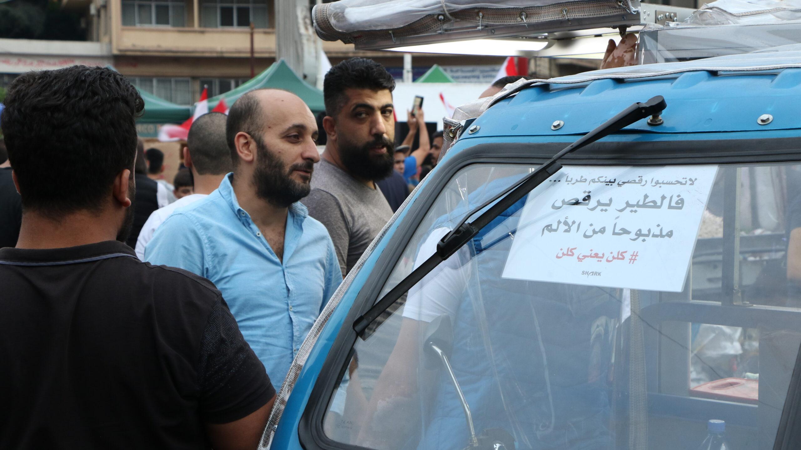 """طرابلس الثورة تخرج من قمقم الزعامات وتعيد لأهلها صورتهم الجميلة: 100 ألف متظاهر """"أنهوا ذيول الحرب"""""""