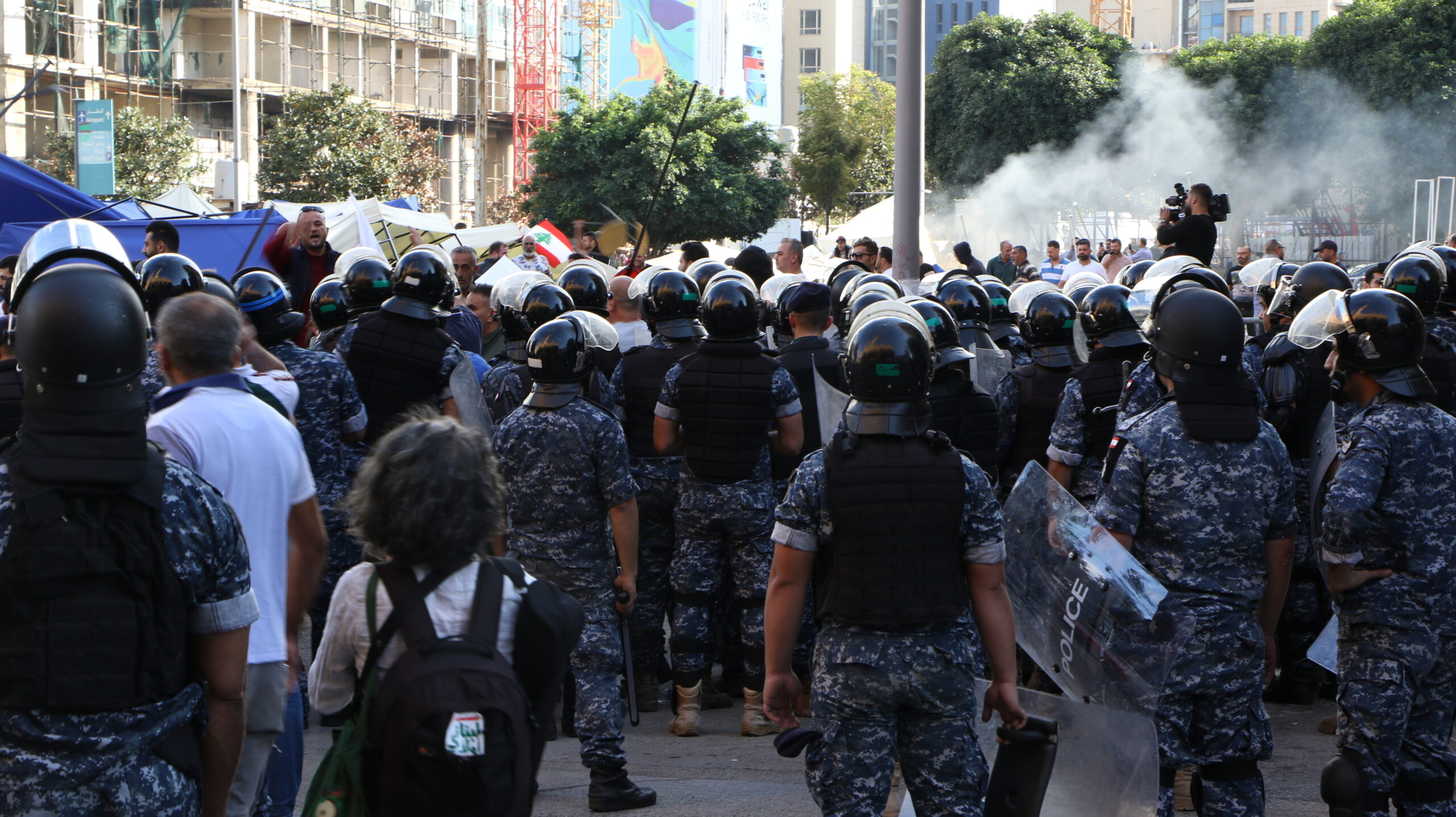 موقعة تكسير مخيّم المعتصمين في وسط بيروت: تفاصيل اعتداء منسق وموجه