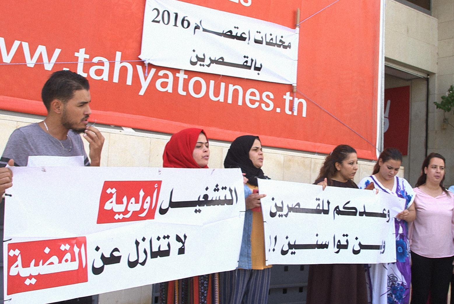 حول صناديق الإقتراع في تونس: شارع ينتخب وشارع يحتجّ