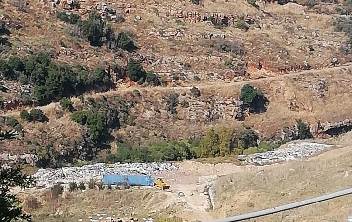 فرض مكبّين عشوائيين في بلدة بشنين بالقوّة: نظام الزعامات ينقلب على أنصاره ويقمعهم