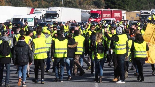 """قراءة اقتصادية في أسباب حركة """"السترات الصفراء"""" في فرنسا"""