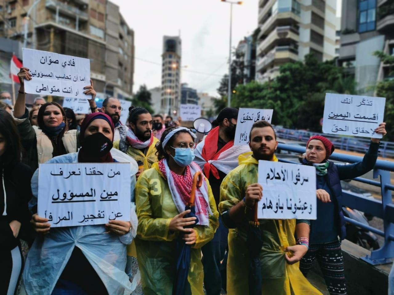"""عائلات ضحايا مجزرة 4 آب مدعومون بانتفاضة 17 تشرين: """"فادي صّوان إذا مش قدّها تنحّى"""""""